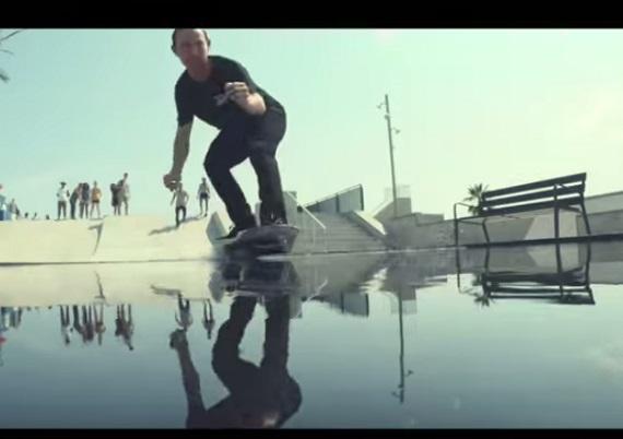 水上を滑走するホバーボード