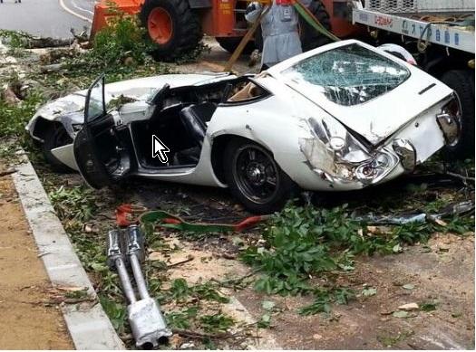 倒木で大破したトヨタ200GT